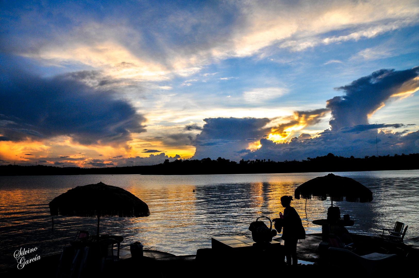 Ocaso en Lago Acaray