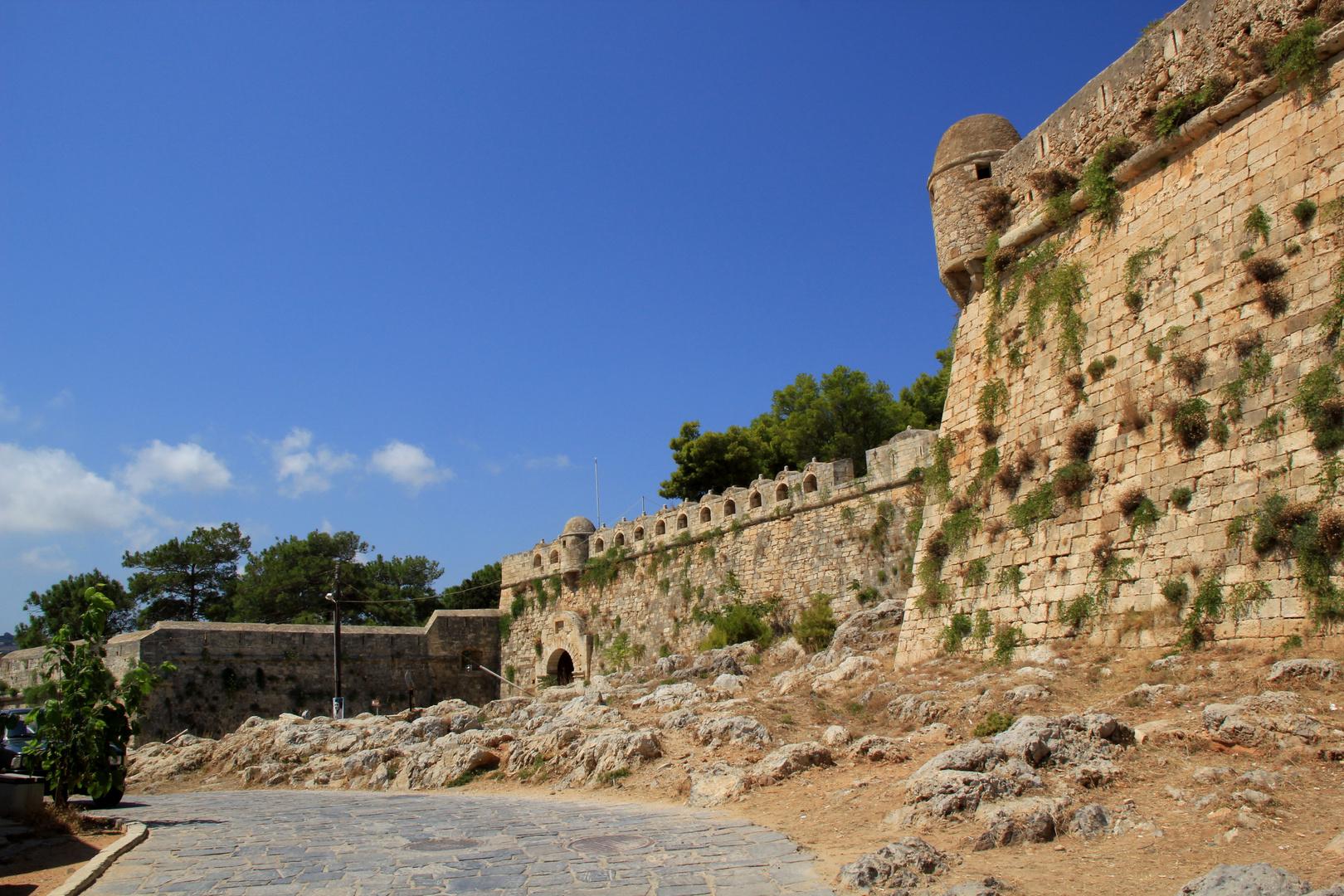 Östliche Mauer mit Haupttor