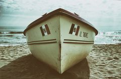 off season, alternative frameworks on the beach V***