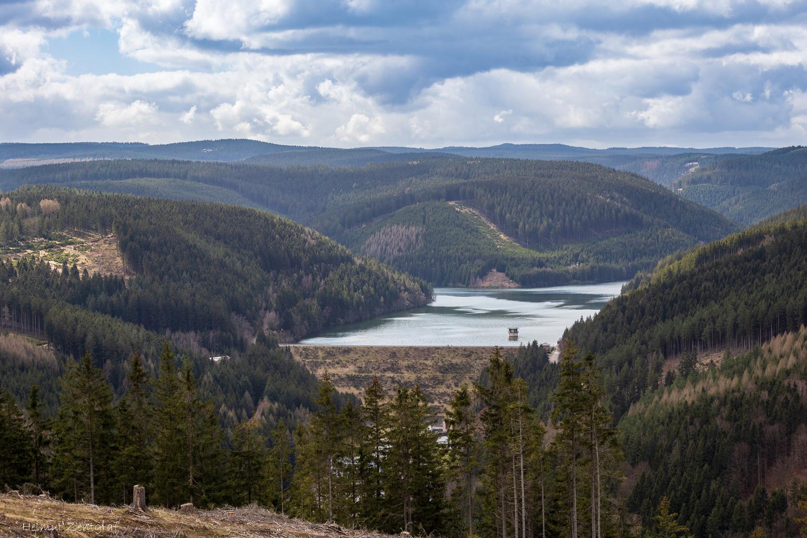 """Ohra-Talsperre fotografiert vom Aussichtspunkt """"Blaue Bank"""""""
