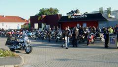 °°° Oih - Die Sonntagsfahrer sind ja heut in sehr großer Runde - Aha - Republikgeburtstag °°°