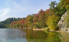 Oktoberfarben am Bergsee
