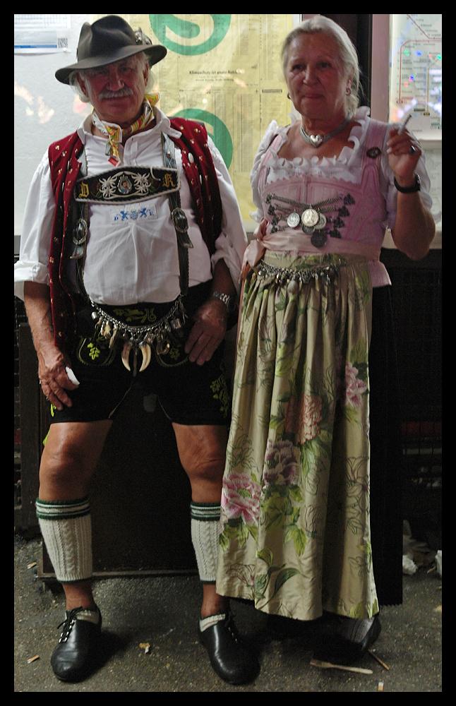 Oktoberfest - Krumm aber lustig Foto & Bild | oktoberfest