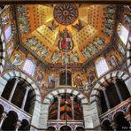 Oktogon im Dom zu Aachen ...
