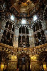 Oktogon im Kaiserdom zu Aachen