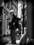 Old amateur photographer in Honfleur