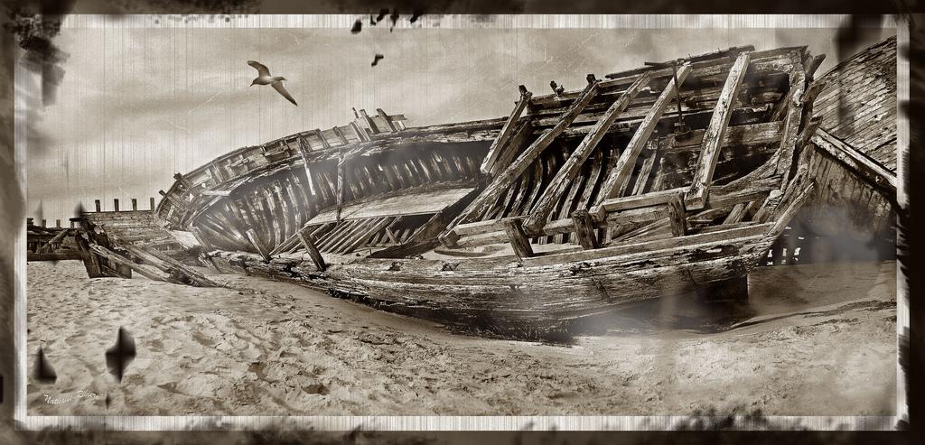 Old boat in Etel