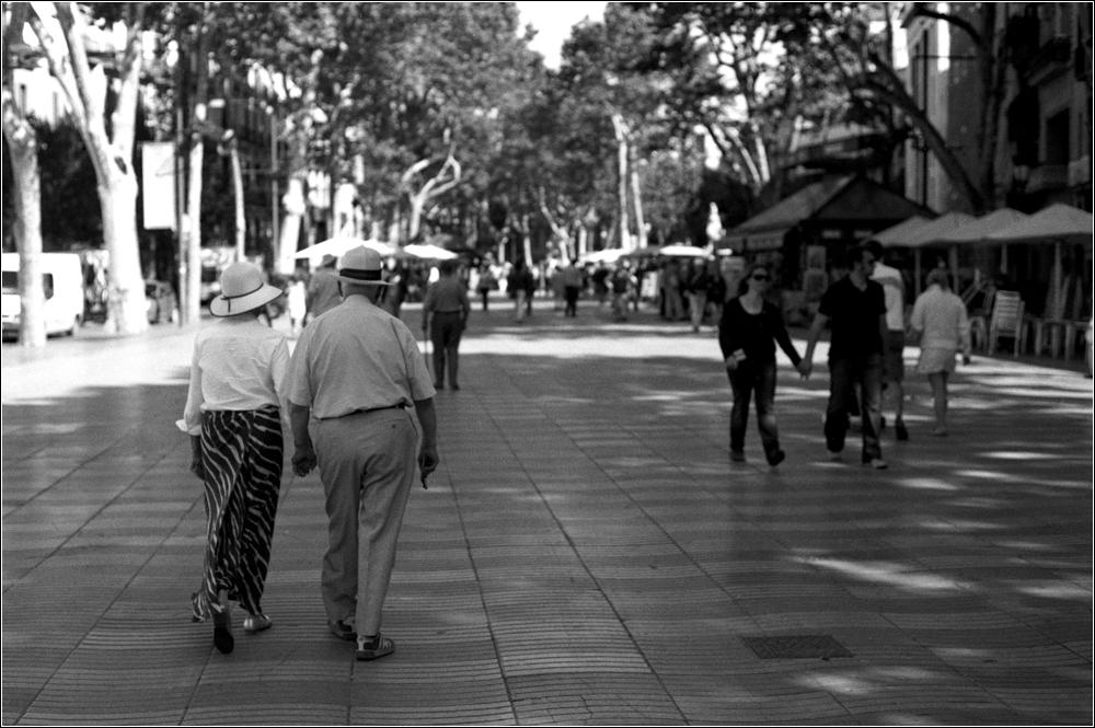 Old English couple auf den Ramblas in Barcelona