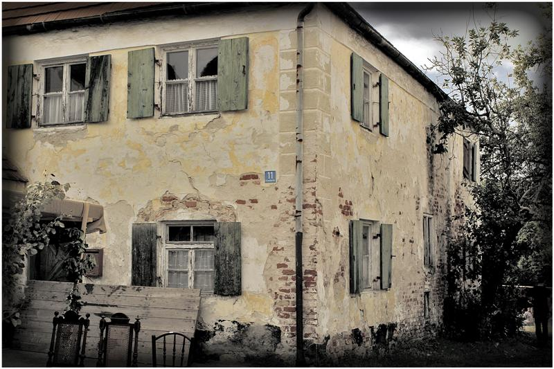 Old House and an old Story