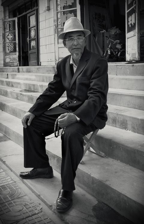 [ old men ]