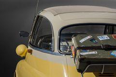 OLDTIMER | BMW Isetta mit Reisekoffer