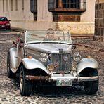 Oldtimer in den Straßen Antiguas..