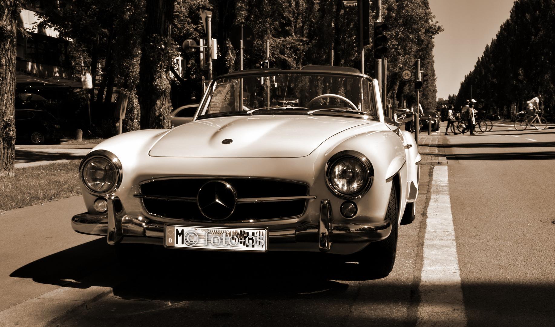 Oldtimer (Mercedes 300 SL) in München