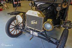 Oldtimer von Ford - - Motorhaube mit Kurbel