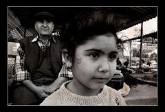 Olivenölverkäufer und das Mädchen