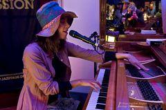Olivia Trummer - Artist Session