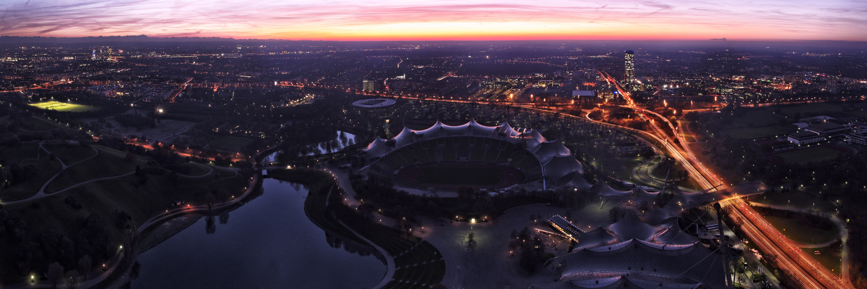 Olympiapark und Uptown München im Lichtermeer