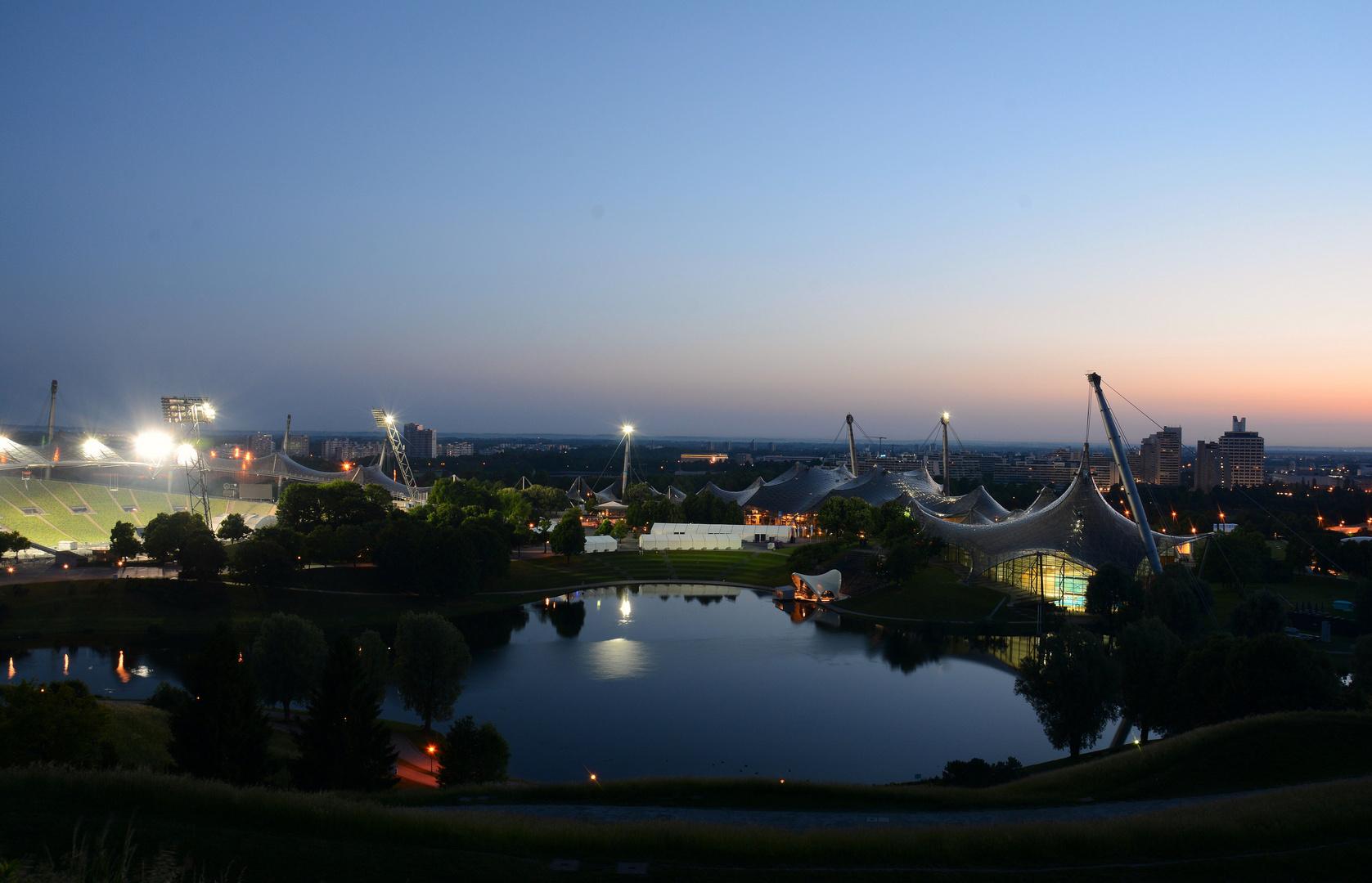 Olympiasee München - blaue Stunde