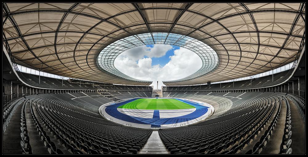 Olympiastadion in Farbe und bunt