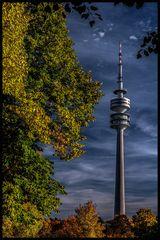 Olympiaturm im Herbstlicht---