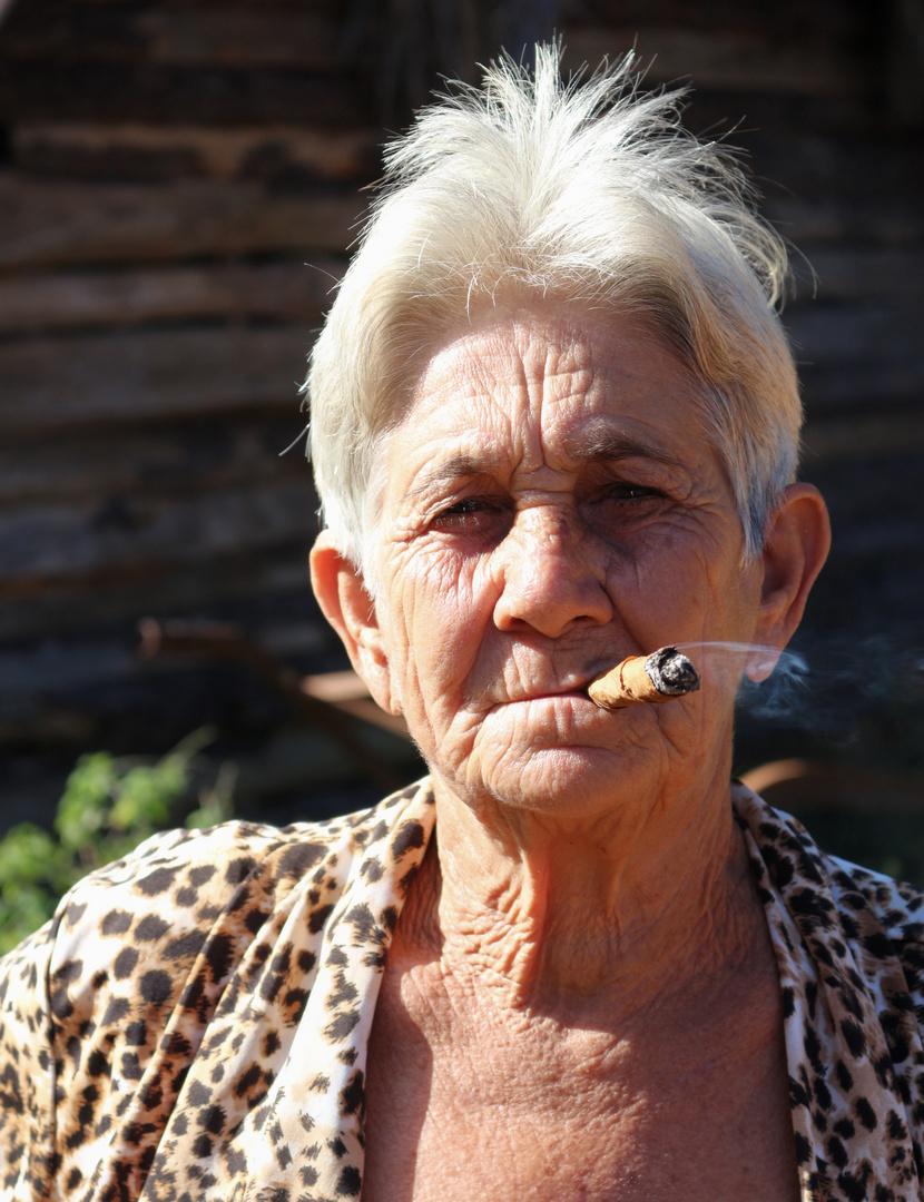Oma mit Zigarre Foto & Bild   monatswettbewerbe, 2018, 11