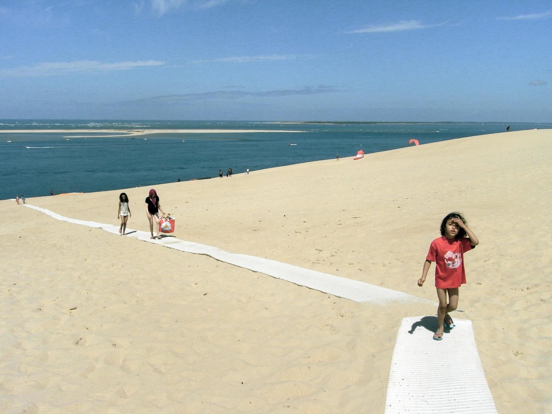 On monte sur la dune