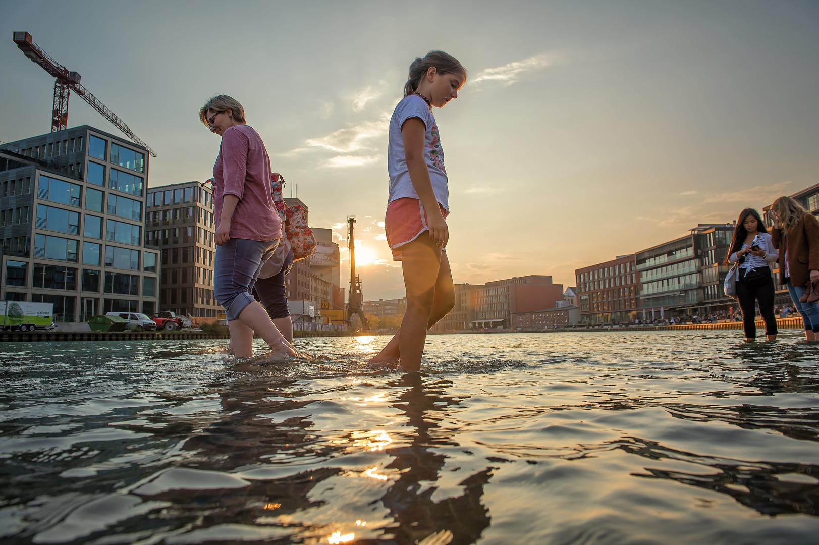 """""""On Water"""" von Ayse Erkmen (Nahsicht)"""