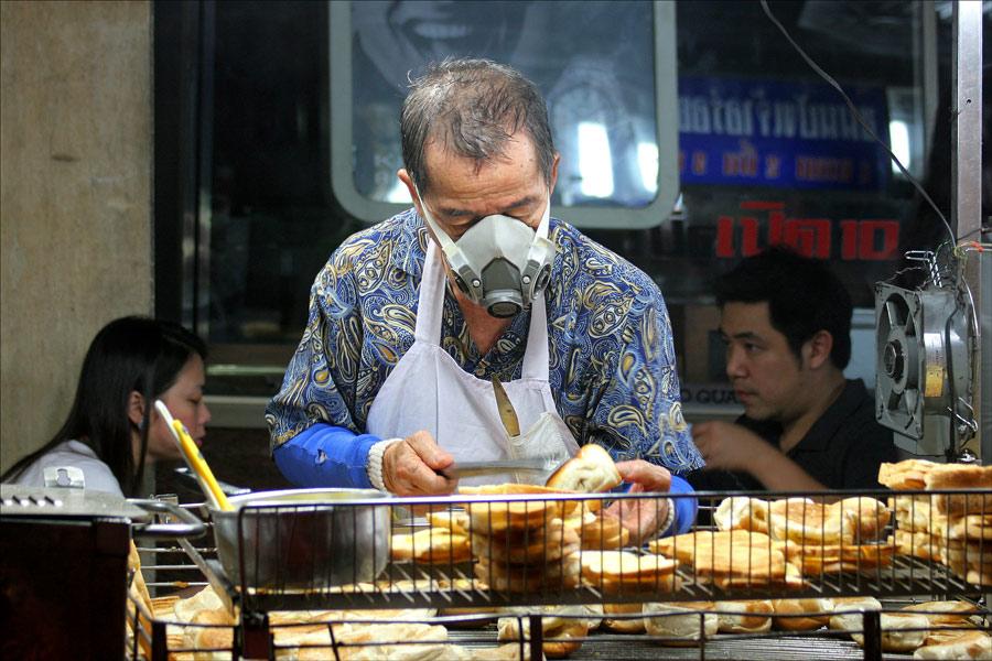 . . one night in bangkok . . . chinatown_2
