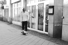 Onewheel skating