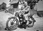 Opa mit Mama und Triumph