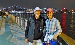 ... Opa und Enkel am East - River !