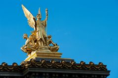 Opéra National - Golden Statue Atop