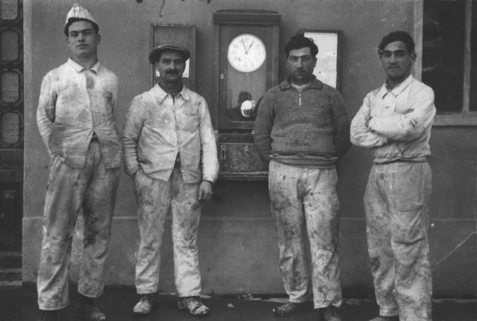Operai pittori in pausa nel 1934
