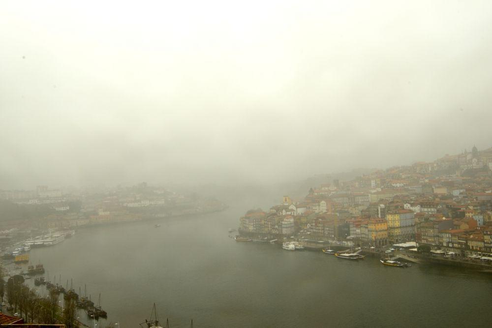 Oporto entre niebla