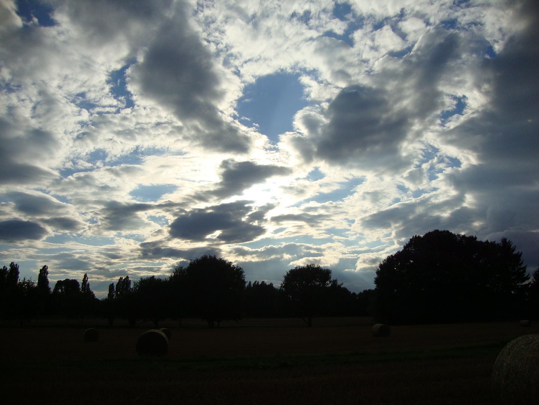 Optimisten wandeln auf Wolken, unter denen Pessimisten Trübsal blasen.