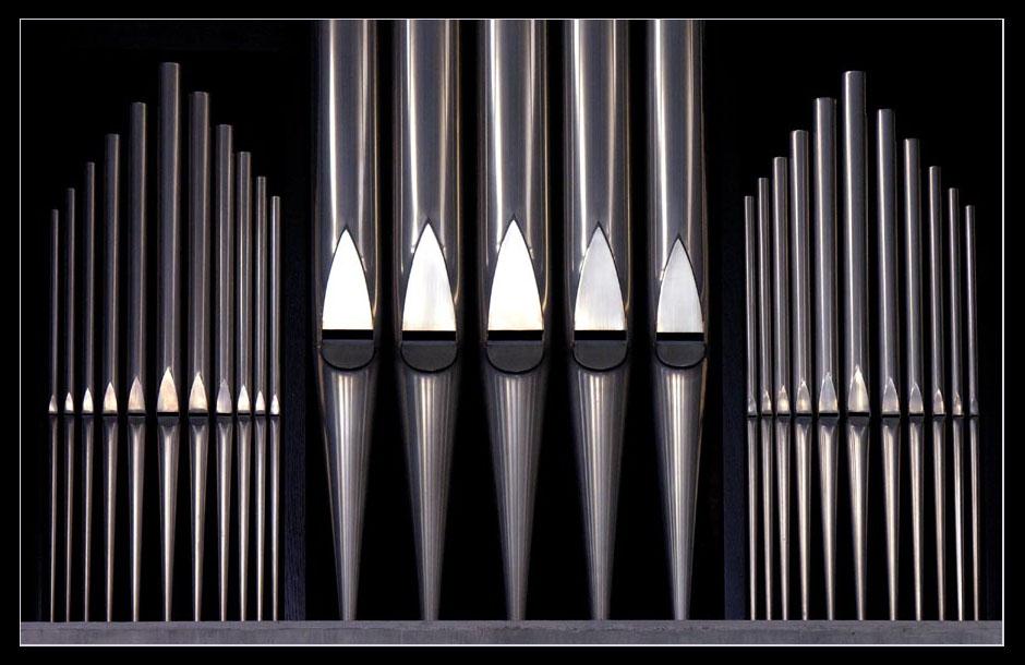 Orgel in moderner Kapelle