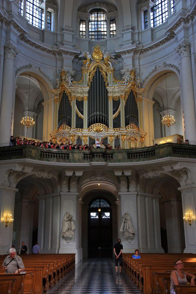 Orgel mit Chor