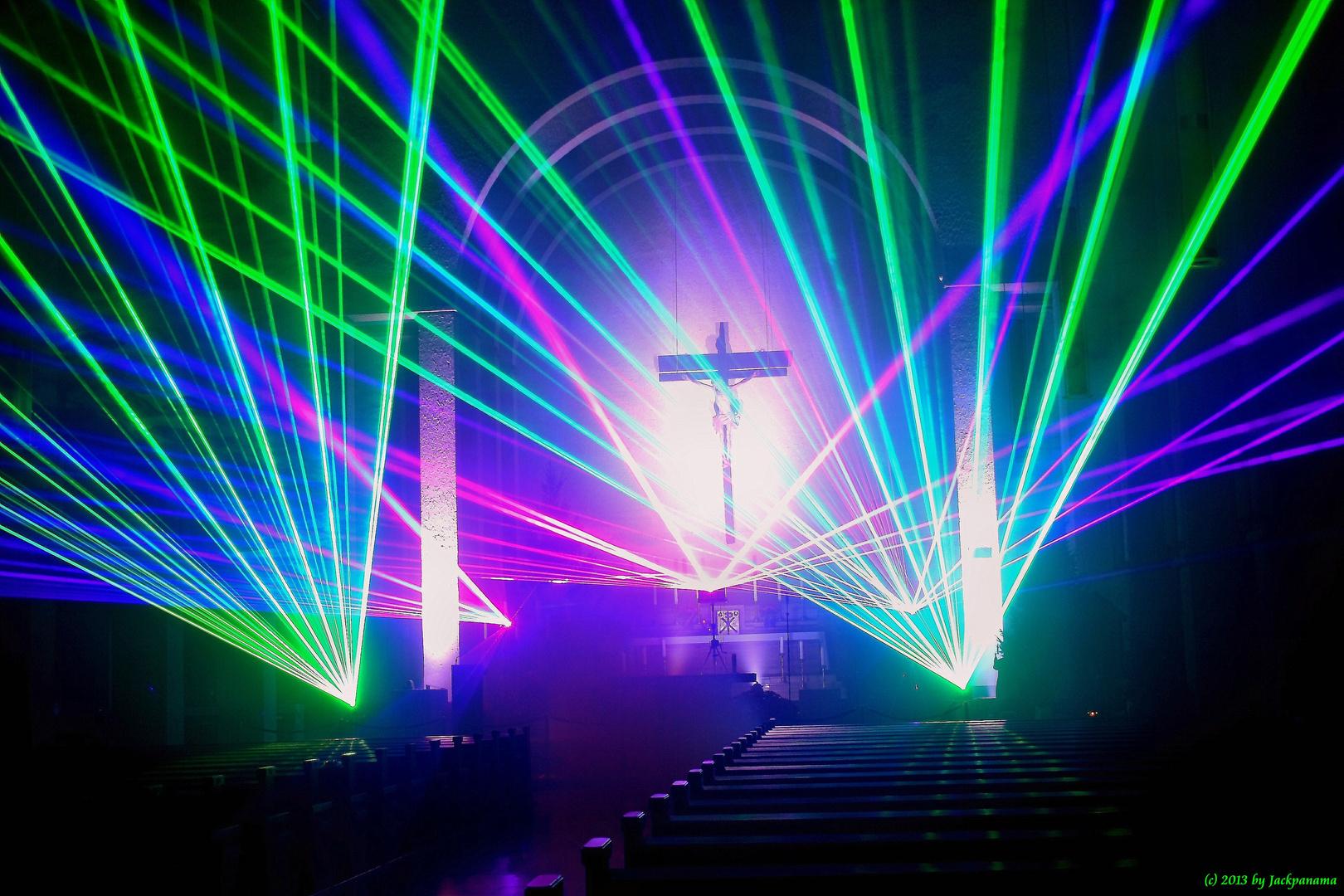 orgel plus laser lichtshow improvisationen zu laser licht licht und schatten foto bild. Black Bedroom Furniture Sets. Home Design Ideas