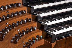 Orgel-Spieltisch