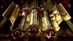 Orgel_im_Licht