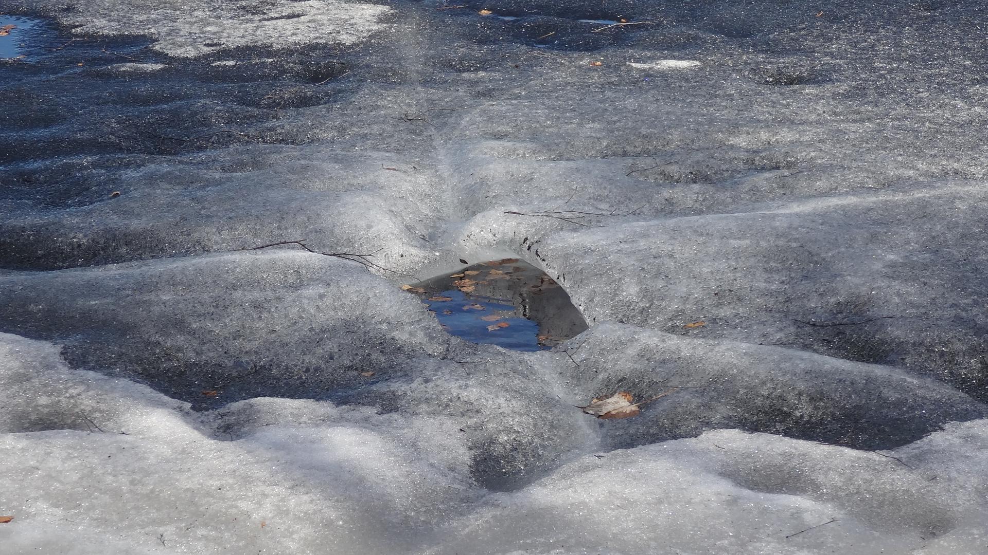Orifice in the Ice