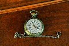 Orologio sulla credenza