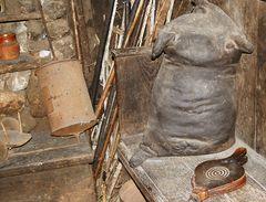 Os Ancares: pellejo en una palloza de Piornedo