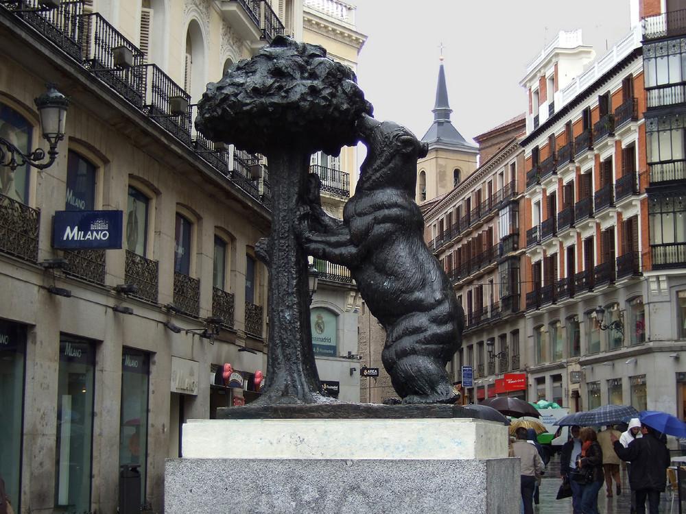 Oso y el Madroño - Das Symbol des Stadtwappens an der Puerta del Sol