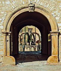 Osterbrunnen im Schloss