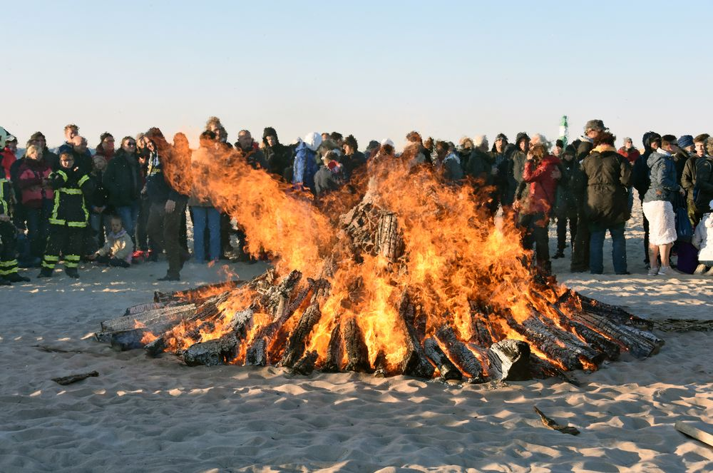 Osterfeuer am Ostersonnabend 2019 in Warnemünde