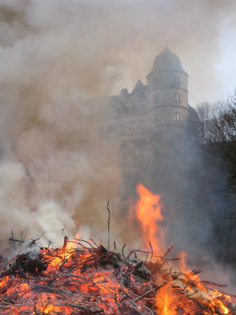 Osterfeuer an der Wewelsburg