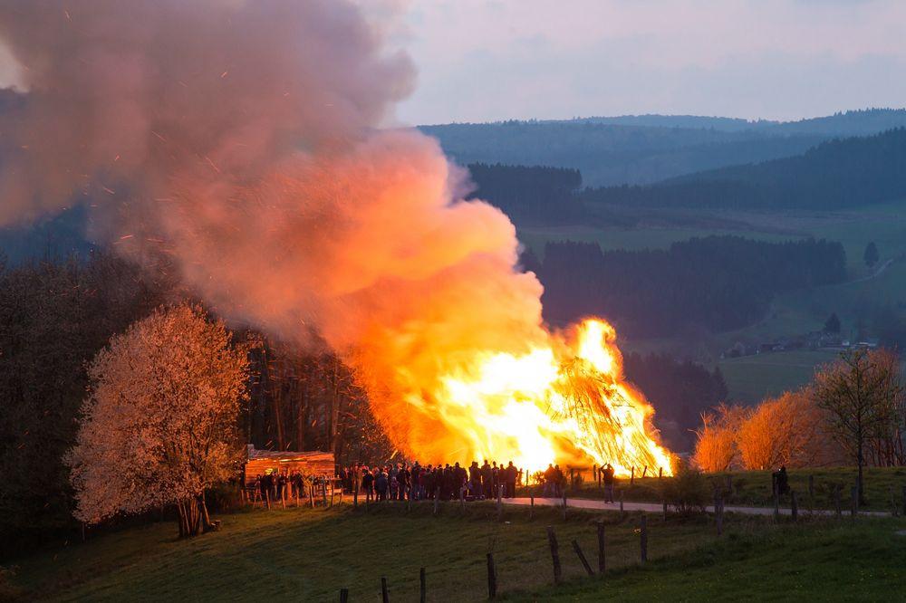 Osterfeuer in Wemlighausen