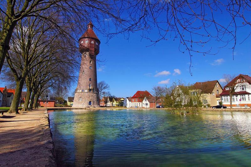 Ostpool mit Wasserturm in Heide