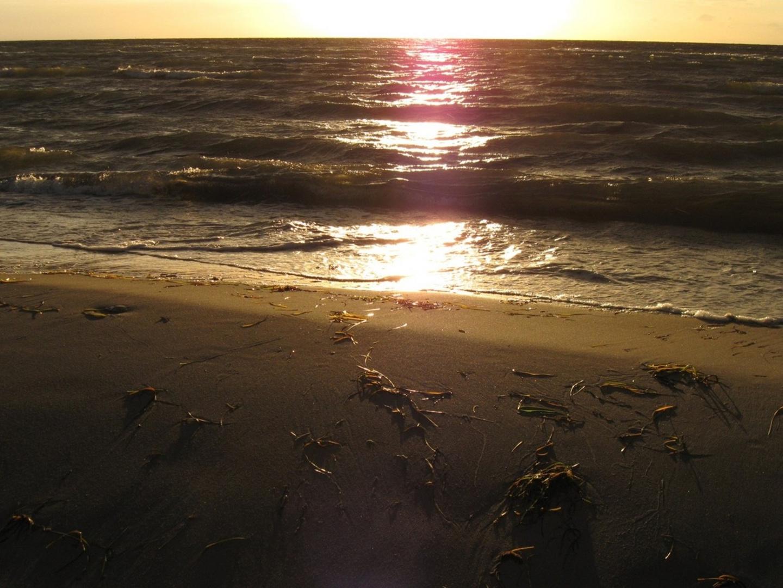 Ostseestrand bei Sonnenuntergang
